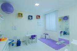 Consultórios amplos, confortáveis e arejados